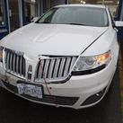 White Lincoln front collision damage